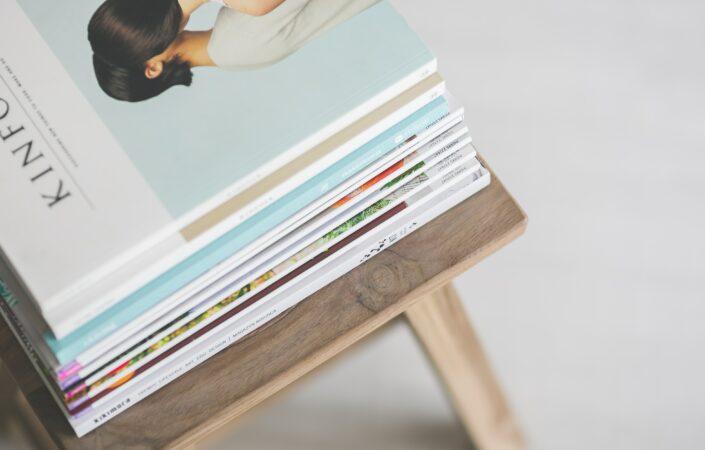 Een stapel magazines